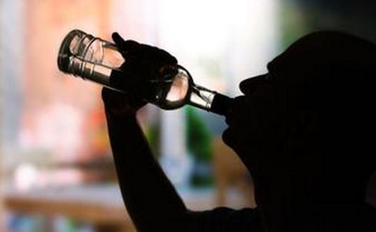 喝酒的误区揭秘白酒伤身红酒养人